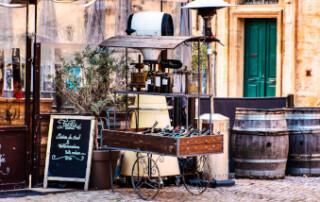 Frankreich Urlaub | Französisch Strassenaufsteller